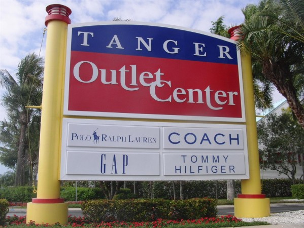 crocs-at-tanger-outlets-fort-myers-florida-2